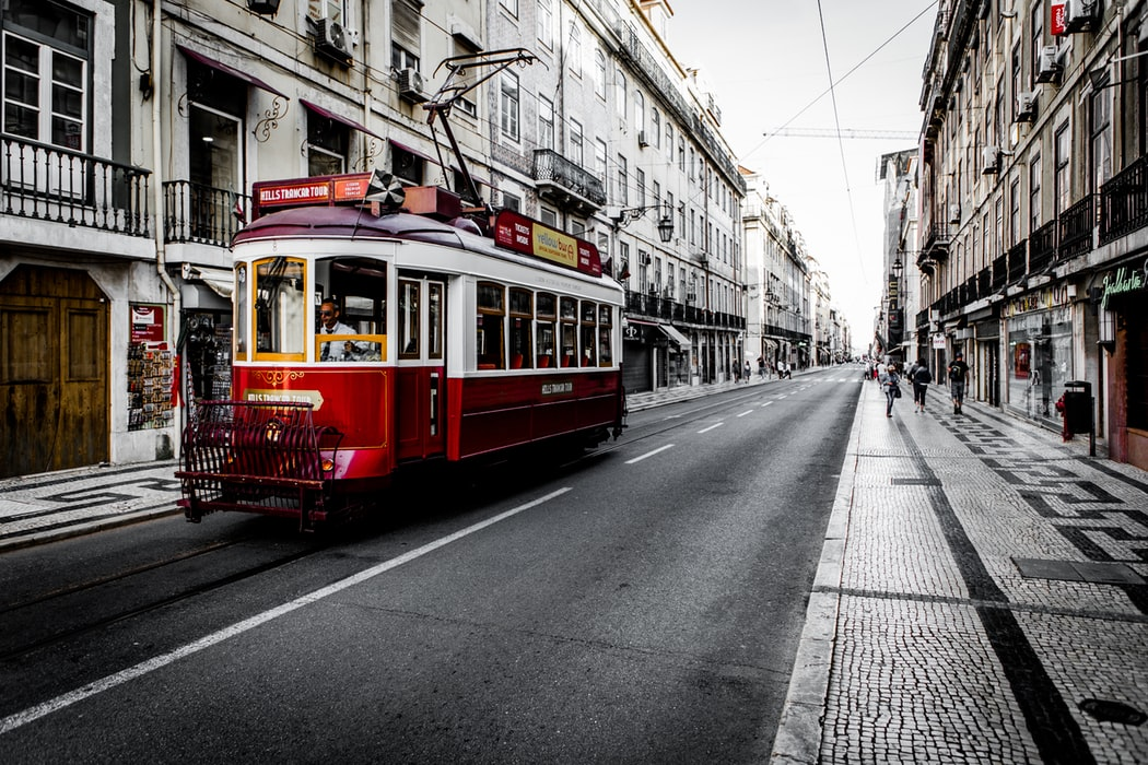 tranvai sau tramvai