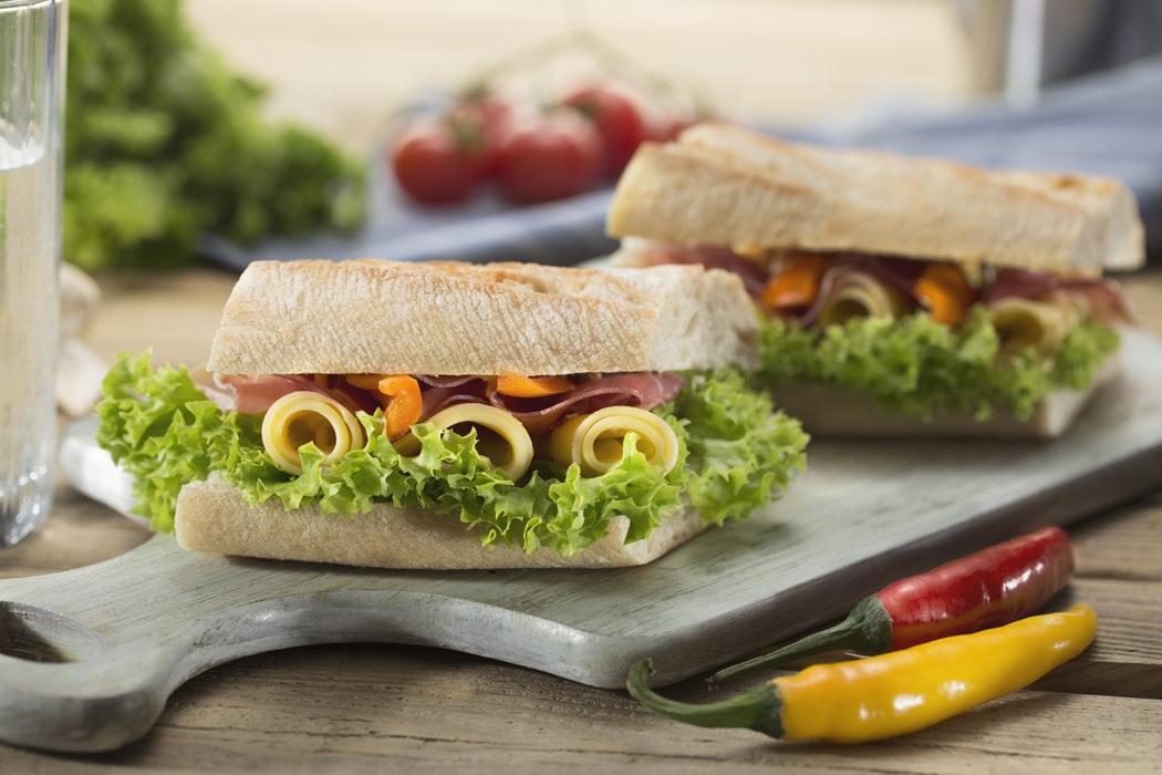 """""""Sandvici"""", """"sendviș"""" sau """"sendvici""""?"""