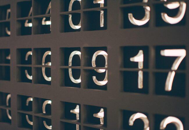 Îmbinări și expresii cu numere (cu numeralul cardinal)