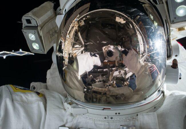 """Astronaut"" sau ""cosmonatut""?"