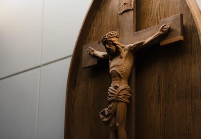 """""""Crucifixe"""" sau """"crucifixuri""""?"""